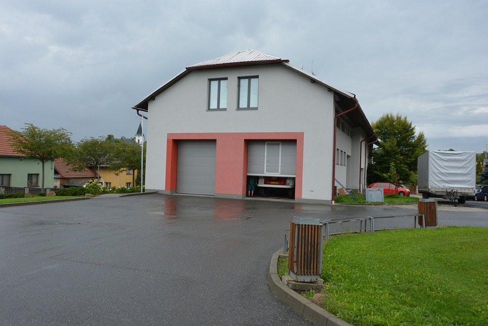 Vesničce Újezd na Zlínsku chybí podle místních snad jen moře. Na snímku z 26. srpna 2021 hasičská zbrojnice.