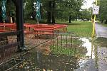 Vytrvalý déšť ve Zlínském kraji zaplavil cesty, zvedl hladiny řek. Štěrkoviště Otrokovice.