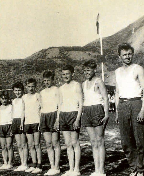 SPARTAKIÁDA V JASENNÉ. V roce 1960 se konala v Československu II. celostátní spartakiáda. Secvičovali se na ni i cvičenci z Jasenné a okolí – od malých dětí až po dospělé.