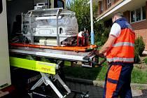 Nový transportní inkubátor zajistí novorozeňatům větší bezpečnost i pohodlí při převozu na specializovaná pracoviště, lékařům pomohou moderní technologie.