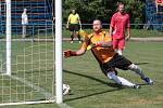 Fotbalisté Slavičína B ( modré dresy) vstoupili do nové sezony domácí výhrou nad Bylnicí v poměru 4:3.