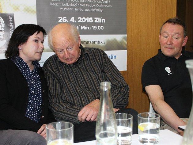 Tiskové konference se zúčastnil i Thor Heyerdahl jr. (hlavní host festivalu – na snímku uprostřed) či Halfdan Tangen (ředitel Muzea Kon-Tiki, Oslo – na snímku vpravo).