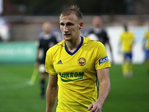 Fotbalisté Zlína (ve žlutých dresech) se v 10. kole HET utkali s předposlední Jihlavou. Na snímku je Miloš Kopečný.