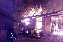 Hasiči zasahují u rozsáhlého požáru stodoly v Nedašově na Zlínsku; 26. července 2020