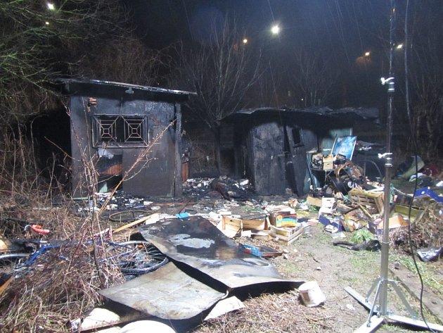 Požár chatky v zahrádkách na ulici Broučkova ve Zlíně.