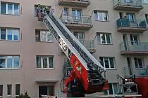 Seniorka ve Zlíně neodpovídala, zachránili ji strážníci, hasiči, zdravotní záchranáři i policisté.