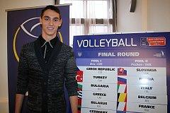 Mladý zlínský smečař Dominik Medek se zúčastnil i losování mistrovství Evropy volejbalistů do 18 let.
