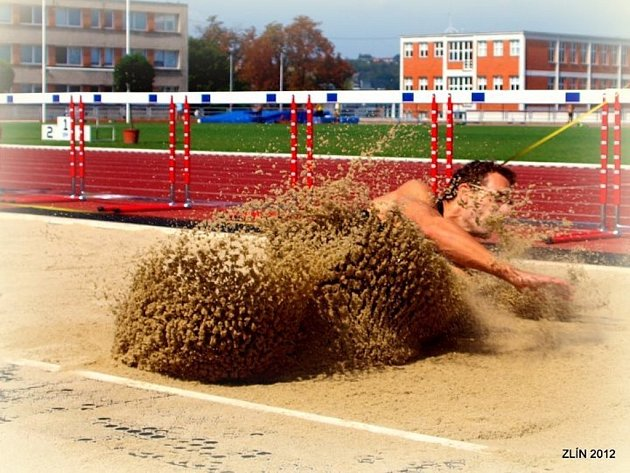 Adam Pašiak, atletika Mítink Zlín 2012, vítěz ve skoku do dálky.