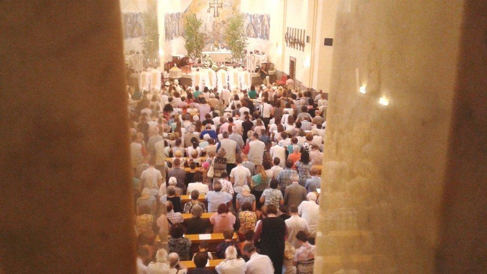 Slavnost Božího těla přilákala ve Zlíně tisíce lidí.