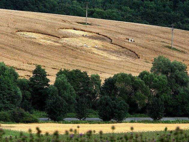Kruhy v obilí poblíž zlínské části Kostelec, 19. července 2011
