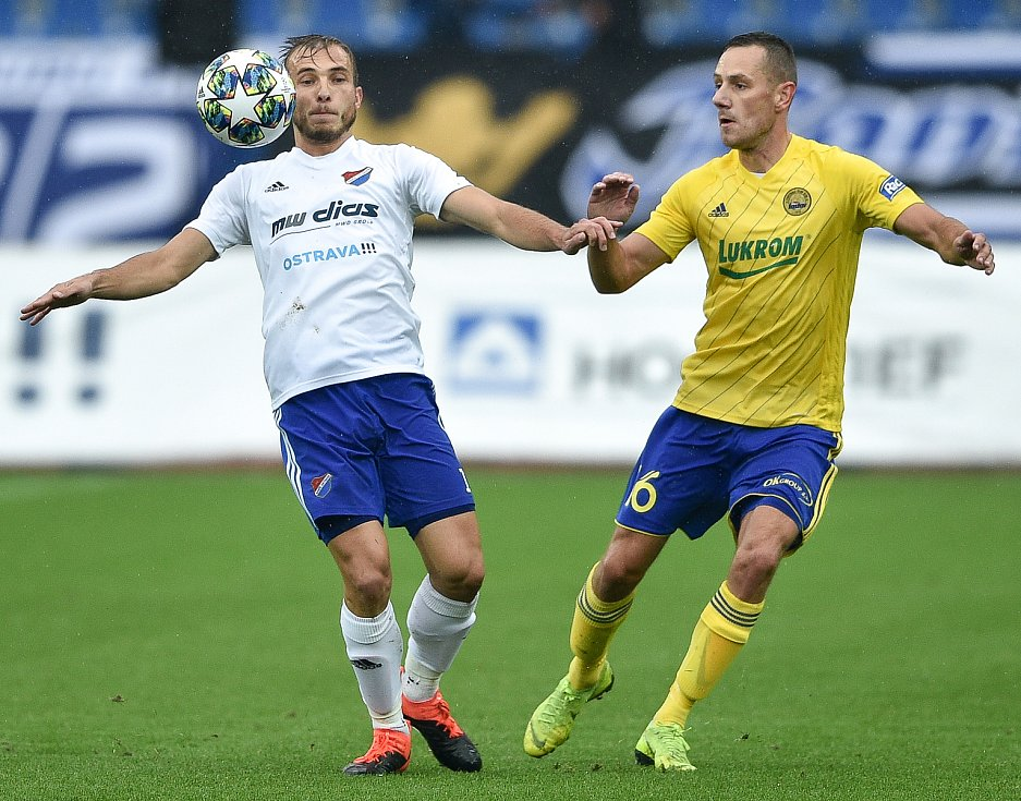 Utkání 12. kola první fotbalové ligy: Baník Ostrava - Fastav Zlín, 5. října 2019 v Ostravě. Na snímku (zleva) Nemanja Kuzmanovič a Robert Matějov.