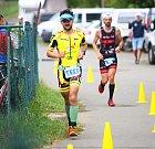 Triatlonista Tomáš Řenč v rekordním čase 8:26:29 hodiny ovládl osmnáctý ročník Moraviamanu. Celkem se na start hlavního prestižního závodu postavilo 350 mužů a žen.
