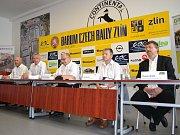 V sídle otrokovické pneumatikárny se tiskové konference k Barum Rally zúčastnili i jezdec Roman Kresta a navigátor Petr Starý.