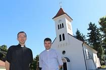 Jednou z farností, kde se letos měnili kněží byla i Březnice. Jaroslava Špargla, který odchází za studiem nahradí dosavadní luhačovický kaplan Václav Fojtík.