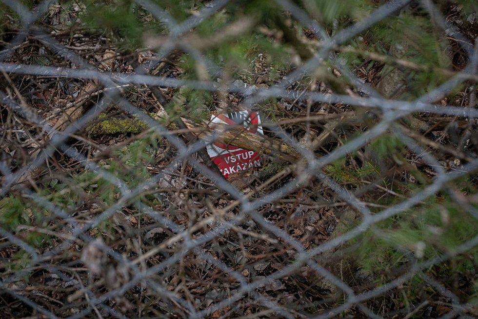 Oplocení areál muničního skladu ve Vrběticích, 3. května 2021. Ve Vrběticích v roce 2014 explodoval muniční sklad. Po sedmi letech vyšlo najevo podezření na zapojení ruské tajné služby (GRU a SVR) do výbuchu.