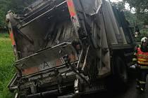 Popelářské auto sjelo do příkopu v místní části Želechovické Paseky v Želechovicích nad Dřevnicí.