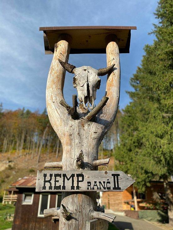 Kempy ve Zlínském kraji se v roce 2021 těší oblibě turistů. Na snímku Kamp Ranč Bystřička.