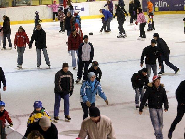 Bruslení pro veřejnost na zimním stadionu ( aréna PSG ) ve Zlíně.