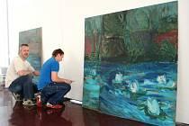 INSPIRAČNÍ ZDROJ VÝTVARNÍKA. Krajinomalba je pro Aleše Růžičku východiskem pro volnou malířskou reflexi.