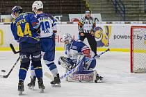Extraligoví hokejisté Zlína (v modrém) v dohrávce 7. kola extraligy v úterý vyzvali  Kometu Brno.