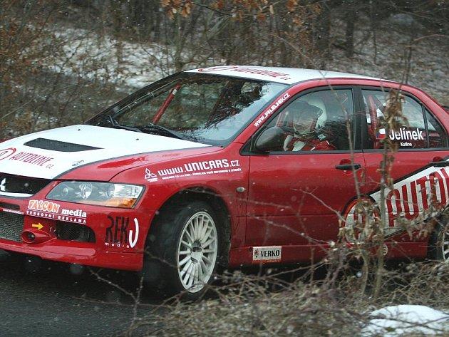 Zlínský rallyeový závodník Jan Jelínek ve voze Mitsubishi Lancer Evo IX.