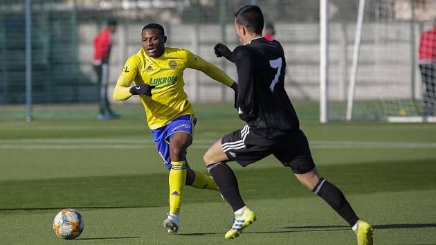 Poprvé za Zlín nastoupil Bankole Olawale Adekuoroye. Třiadvacetiletý nigerijský záložník je ve Fastavu na zkoušce ze slovenské Seredi.
