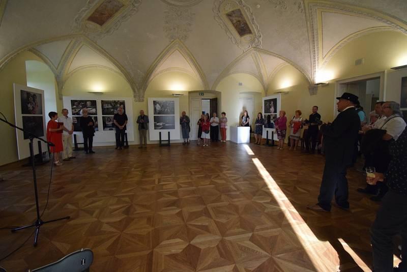 Jindřich Štreit vystavuje na zámku v Holešově.