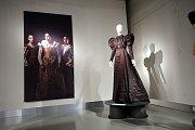 Výstava Oděv v běhu staletí v  muzeu v Napajedlech.Rekonstrukce secesního dámského vycházkového oděvu kolem r. 1895
