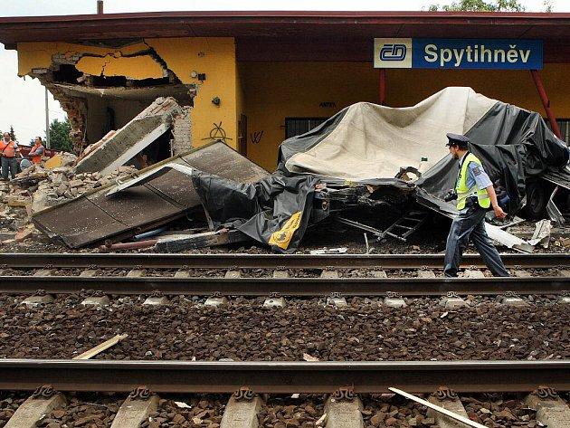 Na železničním přejezdu ve Syptihněvi se ve středu 8. června srazil rychlík s polským kamionem. Při nehodě nebyl nikdo nezraněn.