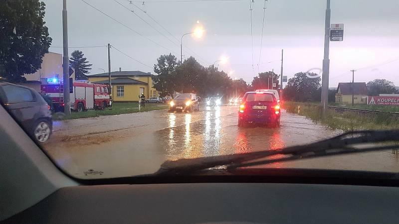 Přívalový déšť v Otrokovicích, snímek na Facebokové stránce Otrokovice sdílel Ladislav Machálek