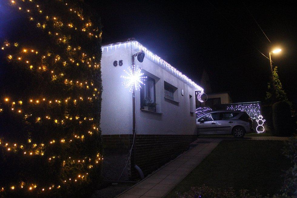 Josef Krajča a jeho vánoční zahrada. Letos nově i s vánoční zoo.