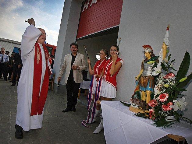 Hasiči z Fryštáku slavnostně otevřeli nově vybudovanou zbrojnici.