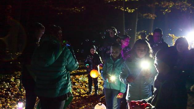 Stezka odvahy Halloweenským lesem se uskutečnila v sobotu  v lesoparku na Jižních Svazích ve Zlíně.