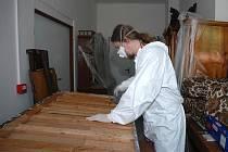 Ošetření proti dřevomorce. Druhá desinfekce kompletního vybavení expozice Bydlení v baťovském Zlíně.