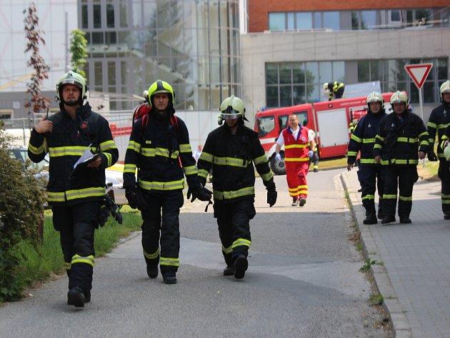 Téměř 160 osob se včera zúčastnilo taktického cvičení zlínské krajské policie a dalších složek Integrovaného záchranného systému (IZS) v budově Střední průmyslové školy ve Zlíně.