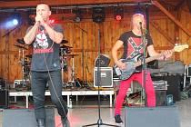 V areálu fotbalového hřiště Zádveřice se v sobotu 18. července 2015 konala IX. Zádveřická rocková noc pod hvězdami. Na snímku je kapela Premier, jedna z účinkujících.