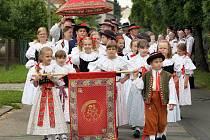 Od pátku 18.6 do neděle 20.6. 2010 se v Tlumačově na otrokovicku konala Červnová hanácká slavnost. Obcí šel v sobotu krojovaný průvod.