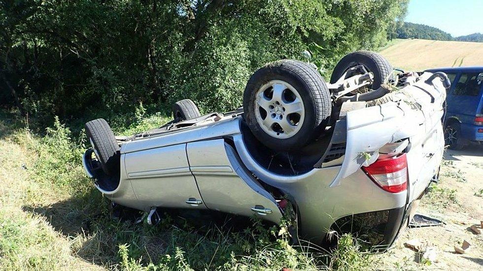 Nehoda osobního auta u Zádveřic-Rakové