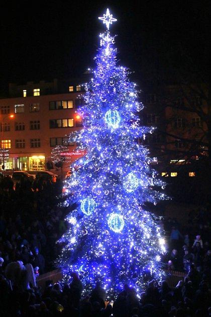 Vánoční strom Zlín - náměstí Míru
