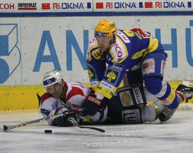Zlínští hokejisté v prohraném souboji s Pardubicemi