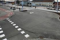 S čtyřměsíčním předstihem se v úterý 1. prosince obyvatelé a návštěvníci Otrokovic dočkali nového přestupního terminálu veřejné dopravy a zrekonstruovaných prostor před tamním nádražím.