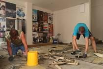 Sedm týdnů mají zaměstnanci divadla na provedení plánovaných oprav a údržby budovy. Všechny investice a práce vyjdou přibližně na 4 miliony korun.