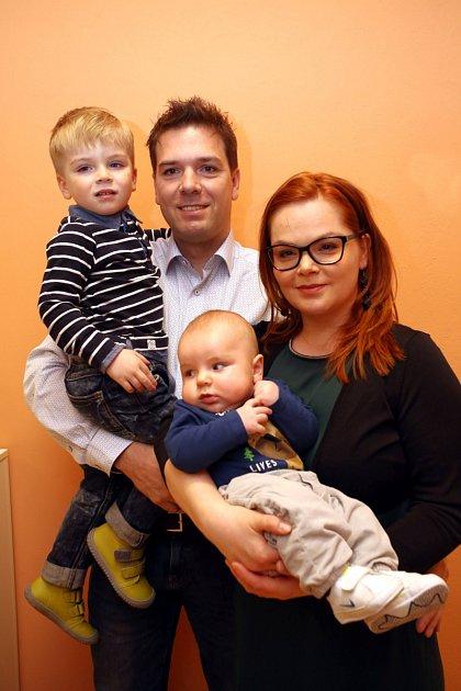 Vítání dětí městský úřad 24.3.2017ve Zlíně. Leona a Radek Liberovi se syny Tobiasem a Oliver (dole)