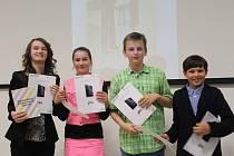 Vítězové ze ZŠ Malenovice ve složení Barbora Mattová, Michal Polášek, Dominik Šlampa a Vendula Vaňharová.