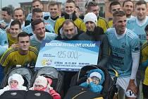 Při benefičním utkání v Otrokovicích, kde se na Boží hod utkal domácí Baťov s výběrem kraje, se na podporu rodiny Hráčkovy vybralo 125 tisíc korun.