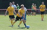 Fotbalisté Otrokovic (v modrých dresech) proti Hlučínu