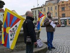 V Kroměříži na Velkém náměstí se v sobotu 10. března sešli lidé, aby symbolicky podpořili Tibet.