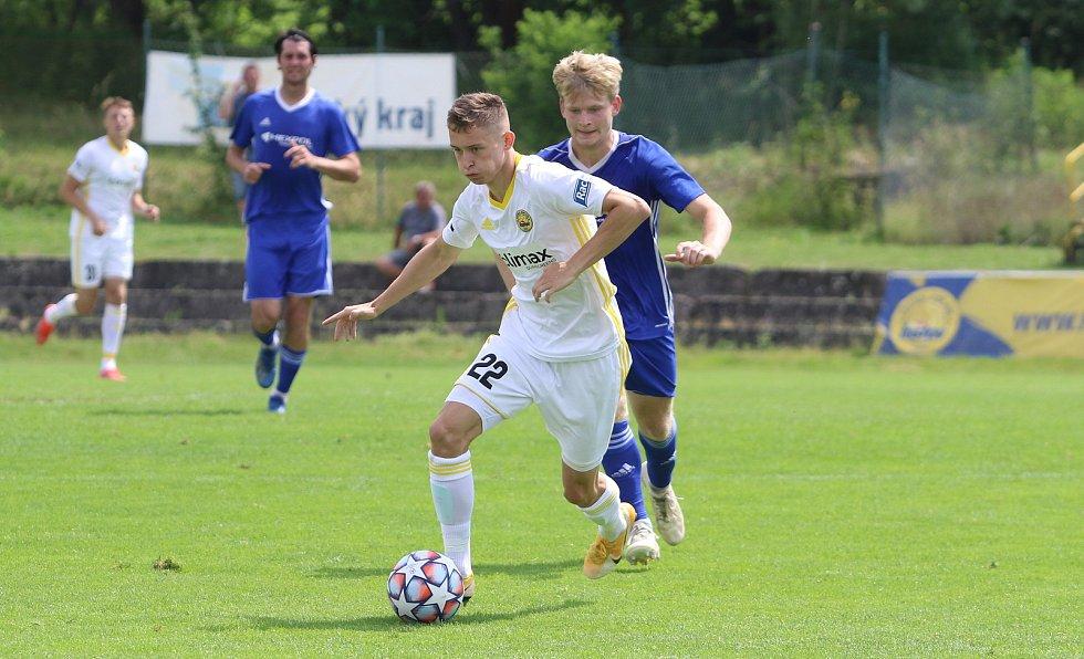 Fotbalisté Zlína (bílé dresy) v úvodním letním přípravném zápase přehráli třetiligový Uničov 5:1.