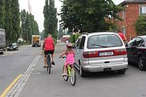 PROBLÉMOVÝ ÚSEK. Na cyklostezce a chodnících chybí správné značení. Město se již problémem zabývá.