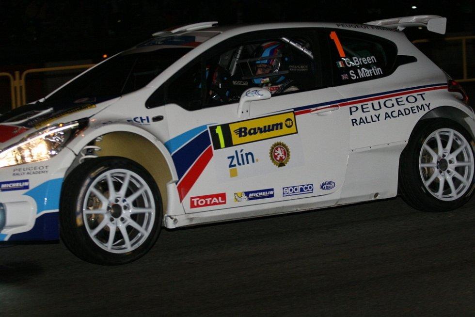 Úvodní noční městskou rychlostní zkoušku ve Zlíně vyhrál Holanďan Kevin Abbring na voze Peugeot 208 T16.
